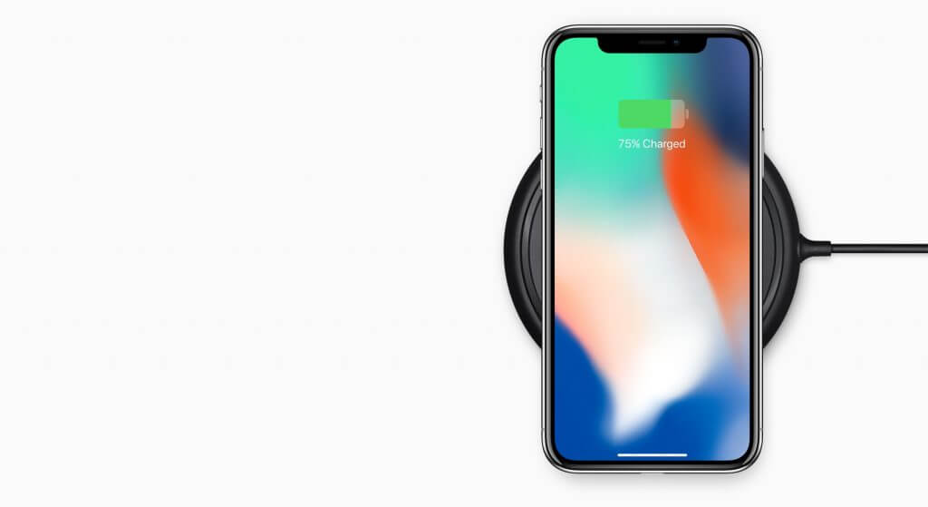 iPhone X kabellos geladen, Bild: Apple